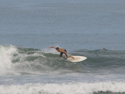 Bini_surfing_3